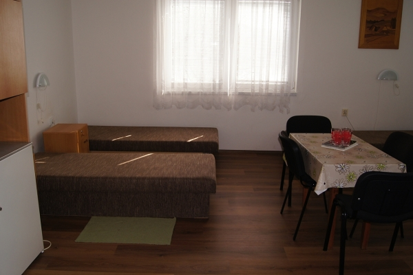 Štvorlôžková izba rohová  s výhľadom na Dunaj s TV a chladničkou,č.55