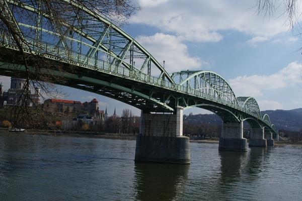 Pohľad na Dunaj z dvora